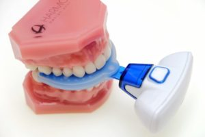 The Propel VPro5™ with model of teeth
